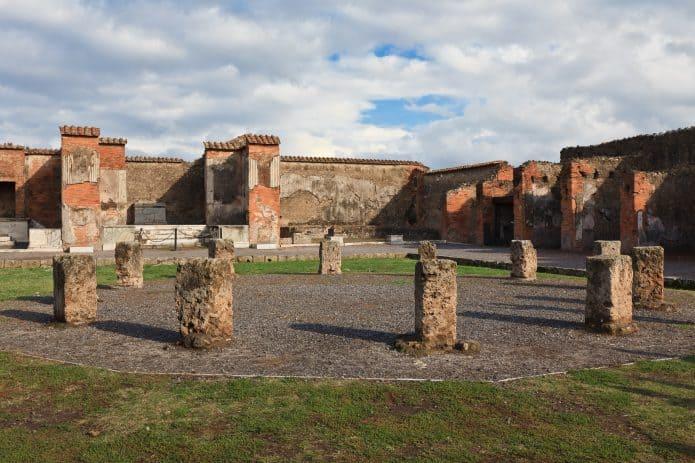 Visitare Pompei - Il macellum. Biglietti salta coda