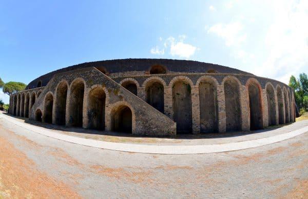 Tra le cose da vedere a Pompei in un giorno c'è il bellissimo anfiteatro