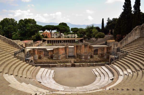 Pompei per bambini: visitare il Teatro grande
